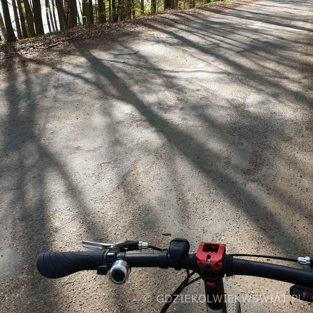 trasa rowerowa Mazury jezioro Narie