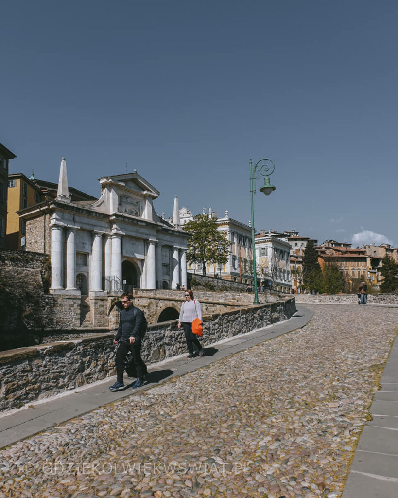 Brama-Swietego-Jakuba-Porta-San-Giacomo