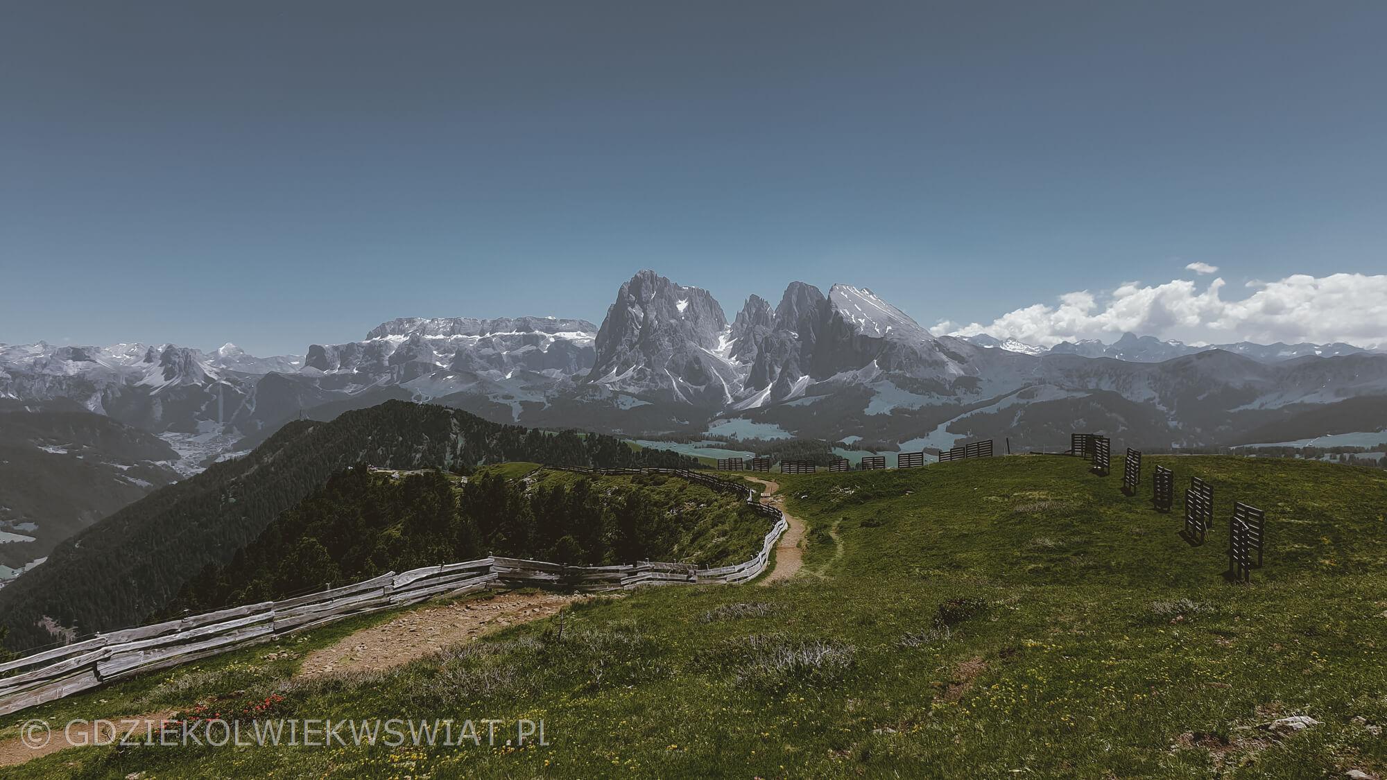 Dolomity latem łatwe szlaki przez Alpe di Siusi