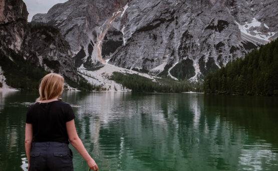 Lago di Braies z psem blog