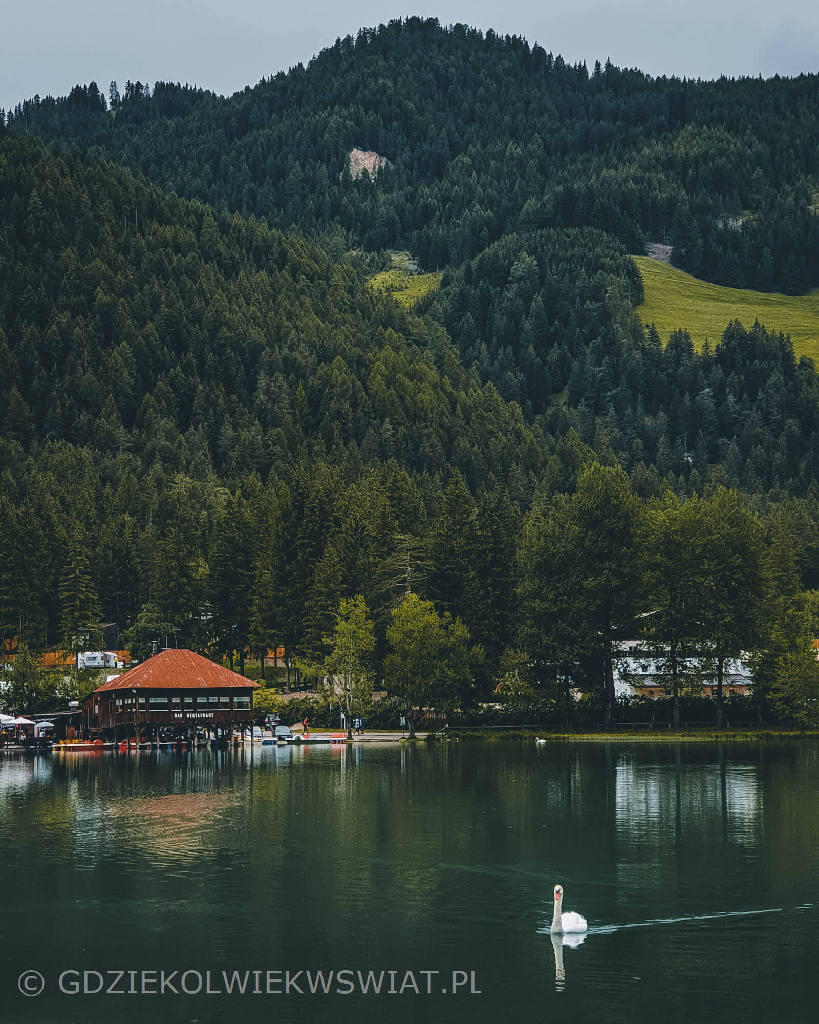 jezioro Lago di Dobbiaco Toblacher See