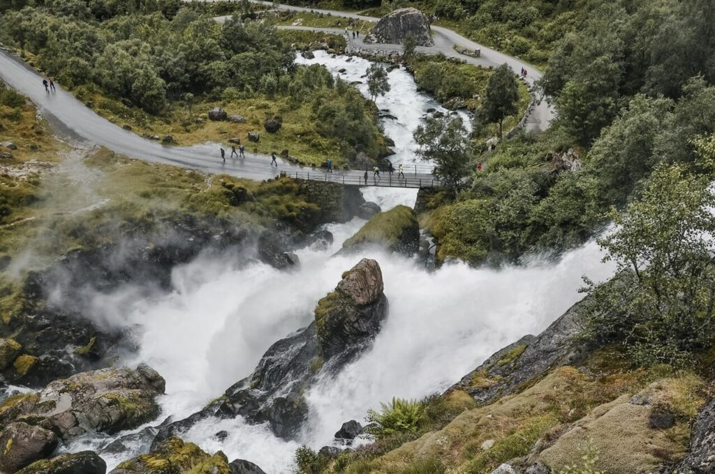 co warto zobaczyć w Norwegii - lodowiec Briksdal